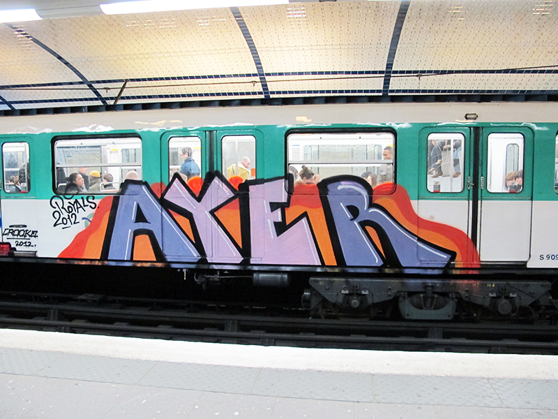 paris subway graffiti running ayer royals