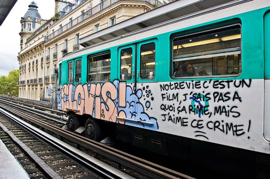 paris subway graffiti running clovis