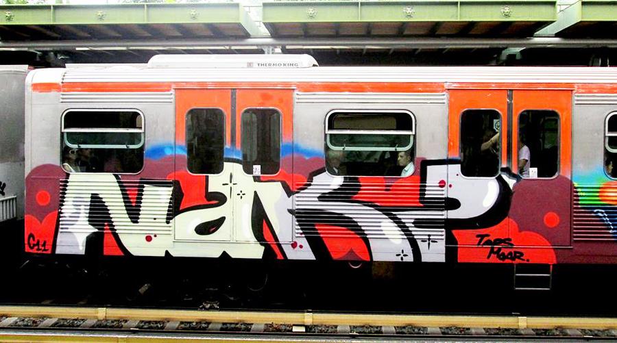 graffiti subway running athens nakz