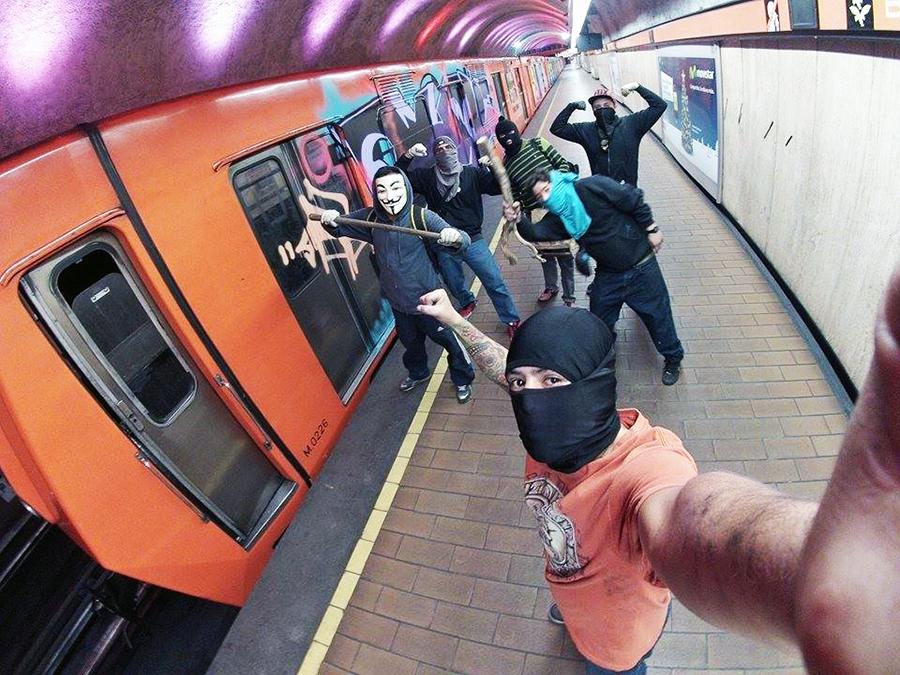 graffiti subway mexicocity platform station newyearseve teamdestructo selfie