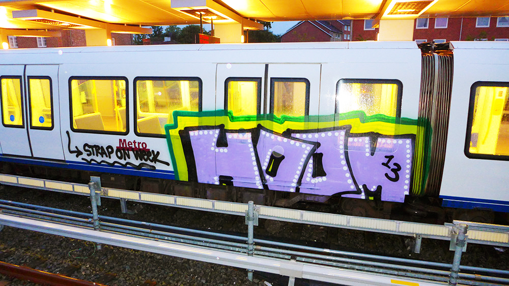 hoom graffiti subway running intraffic copenaghen 2103
