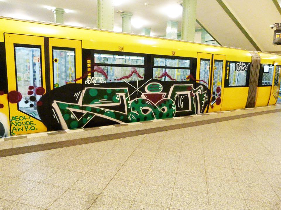 graffiti subway berlin running zio dsts