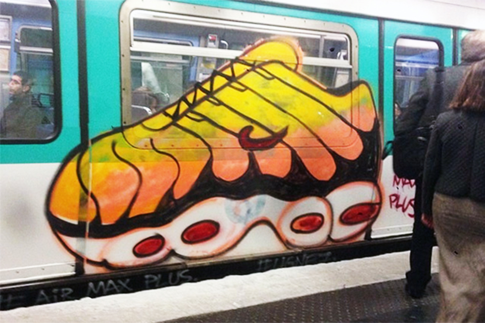 graffiti paris subway intraffic sneakers