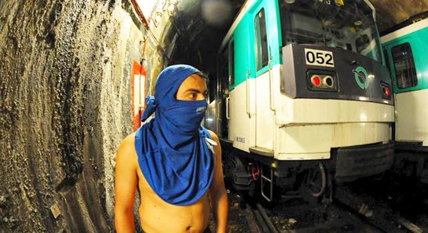 graffiti subway paris france tunnel
