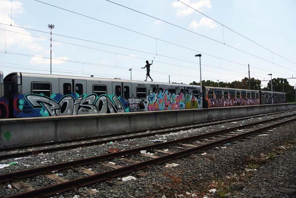 graffiti subway rome italy e2e magliana platform