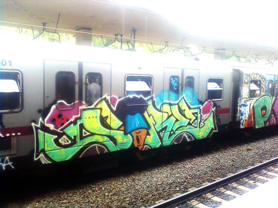 graffiti subway rome running italy