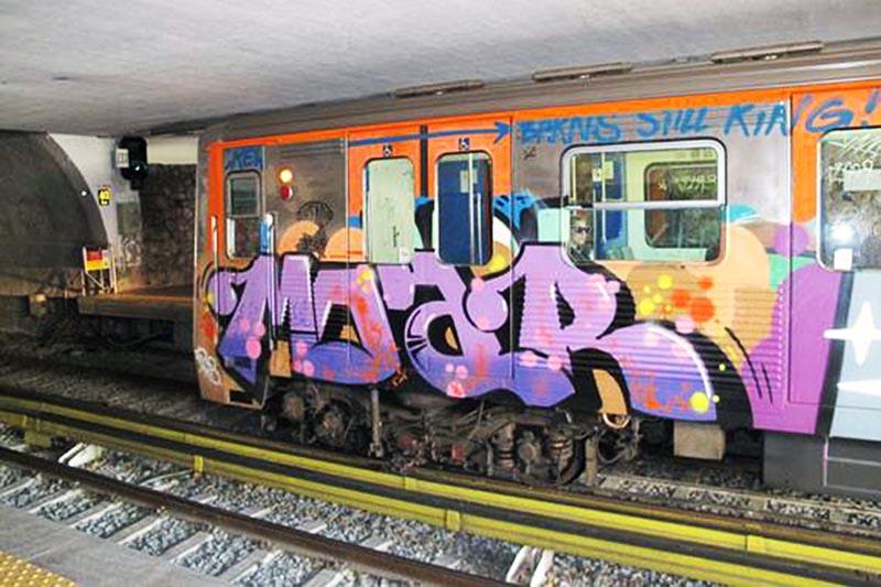 graffiti subway greece athens moar running
