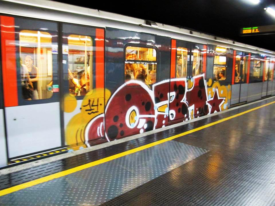 graffiti subway milan italy running 031