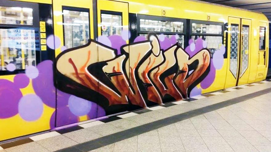 graffiti subway train wild berlin germany running