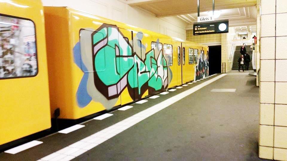 graffiti subway berlin germany running