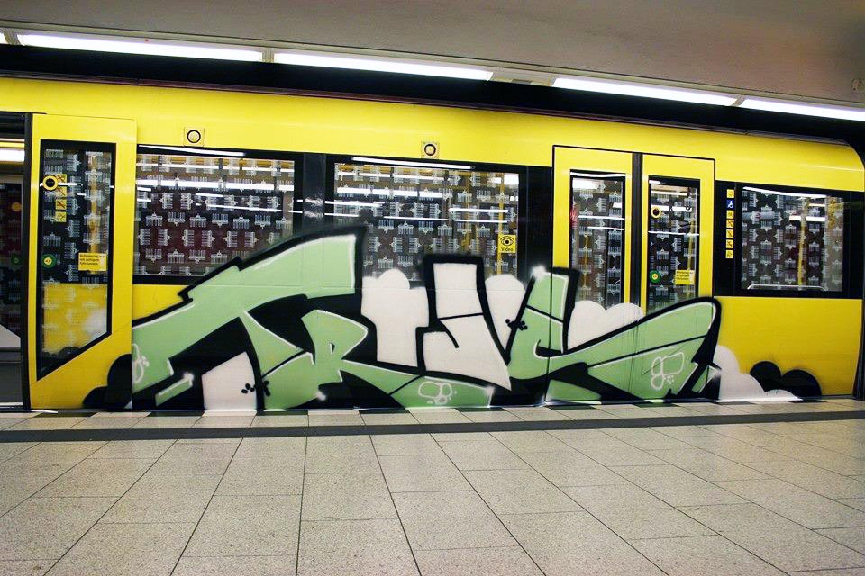 graffiti train subway germany berlin trus moas