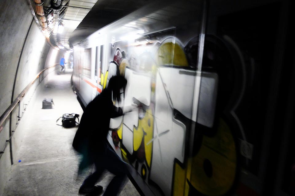 subway graffiti train vienna tunnel action austria