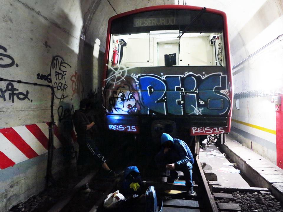 graffiti train subway lisbon portugal head tunnel reis 2015