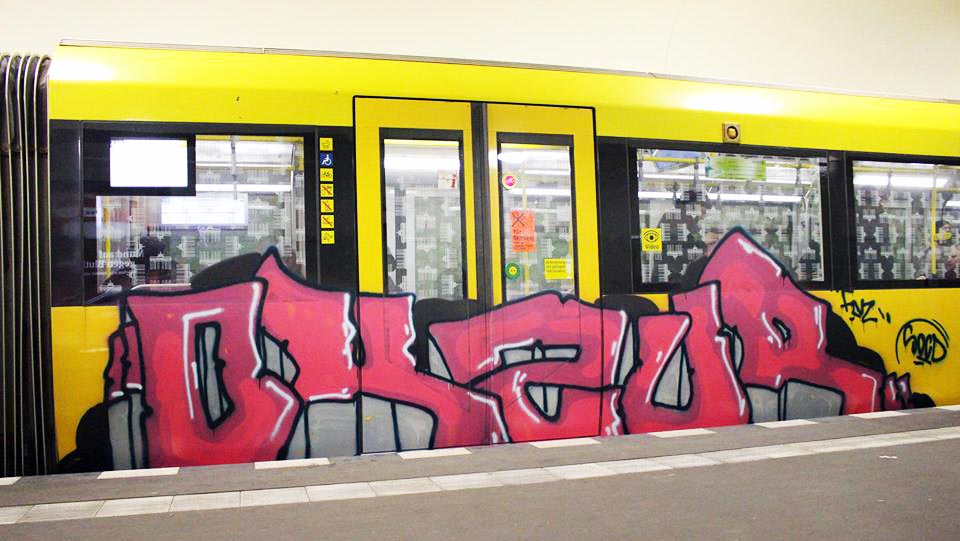 graffiti subway train berlin germany