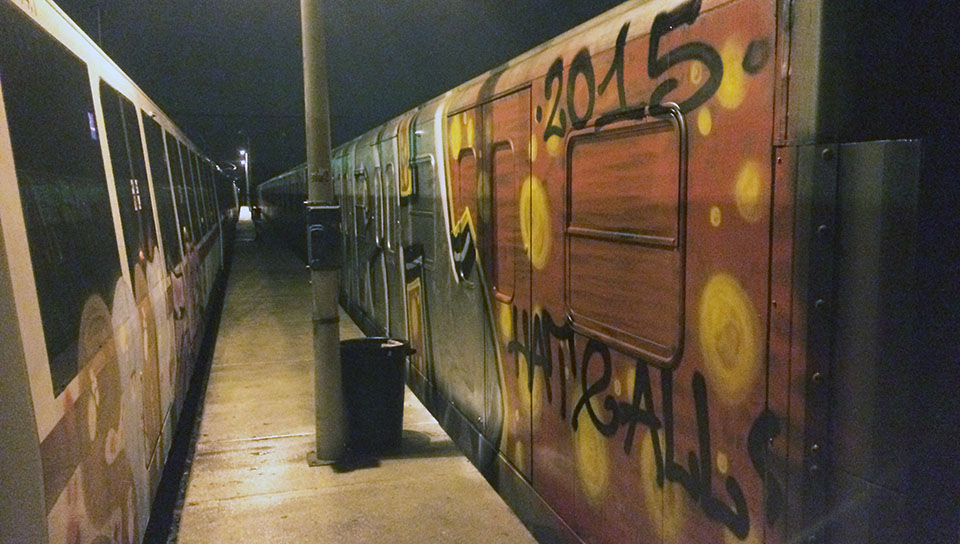 graffiti train subway rome italy platform wc 2015