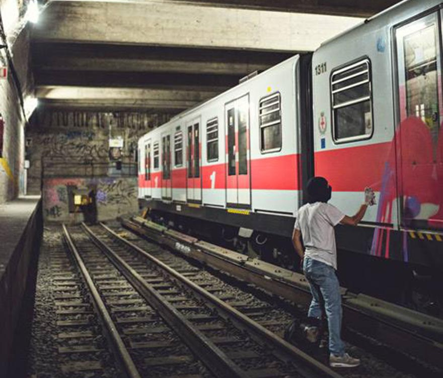 graffiti train subway italy milan tunnel