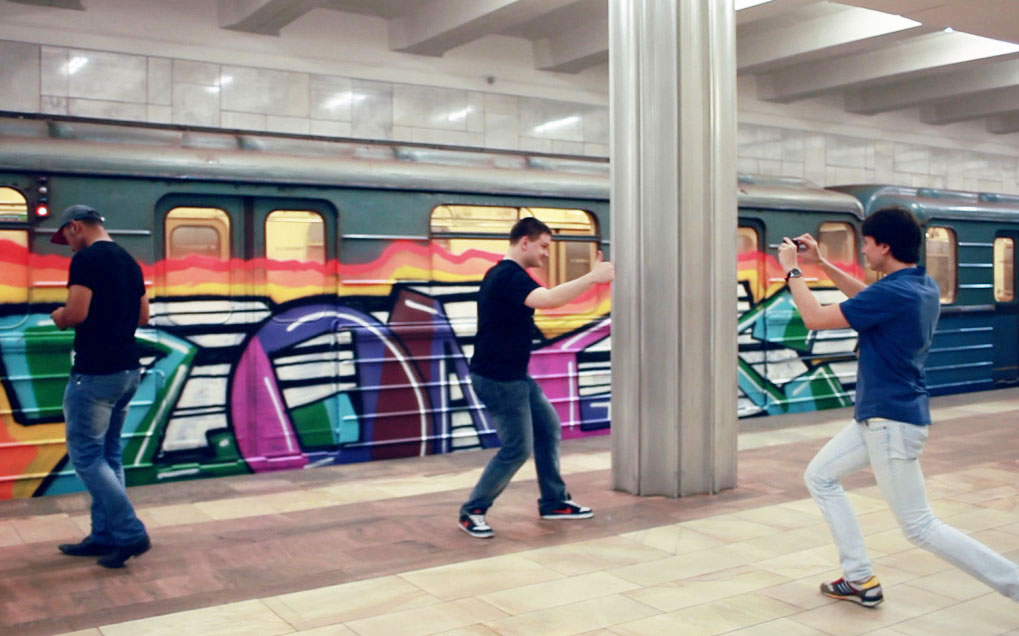 graffiti train subway photopose