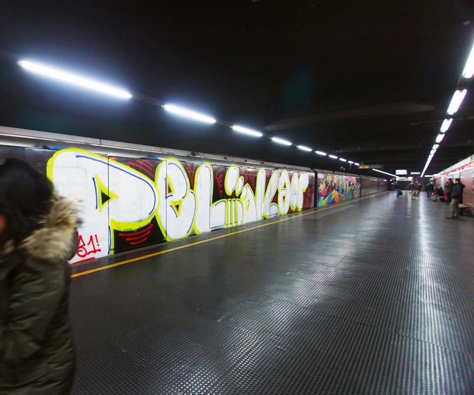graffiti train subway milan italy wholecar running