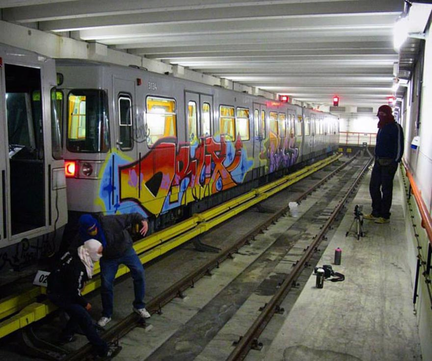 graffiti train subway vienna austria tunnel