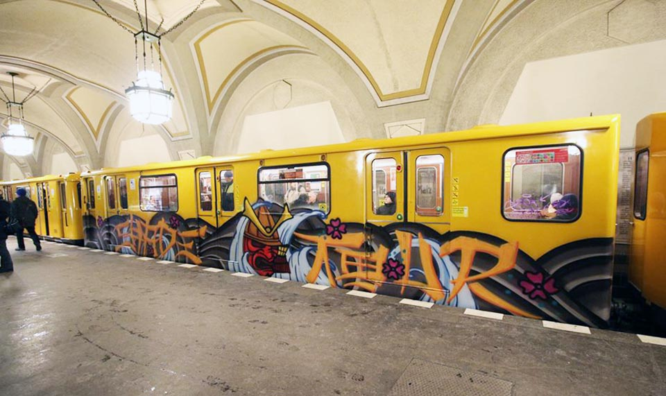 graffiti subway train magazine rome italy