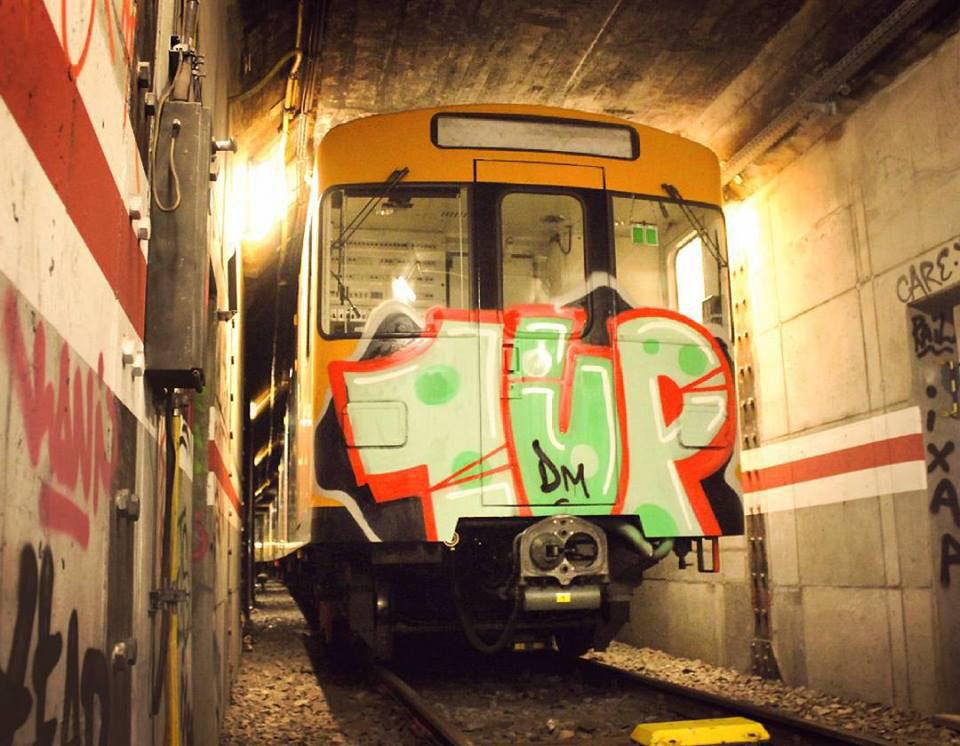 graffiti train subway berlin germany 1up head