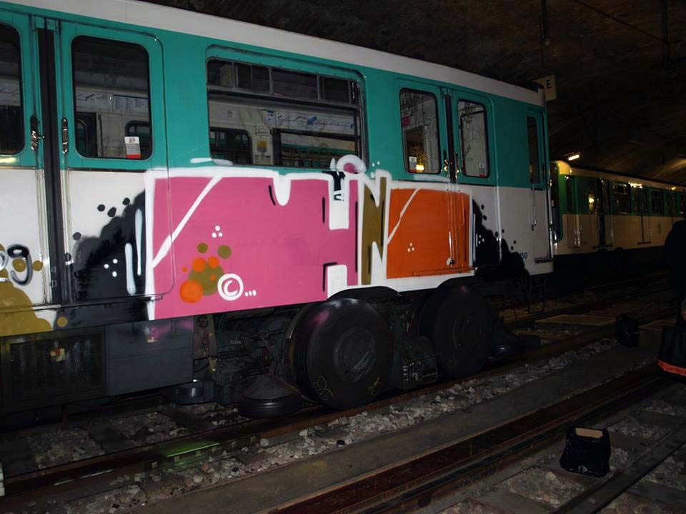 graffiti train subway paris france vino