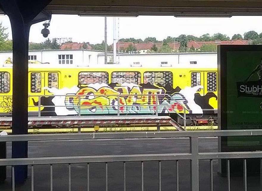 graffiti train subway berlin germany goal