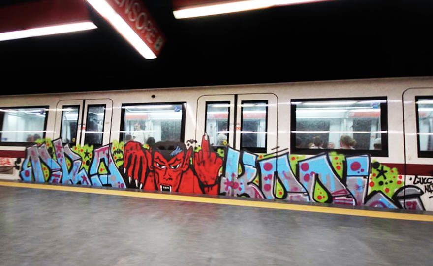 graffiti train subway rome italy