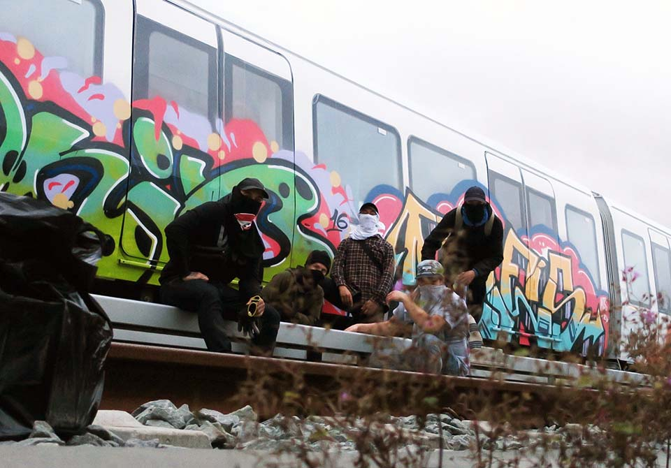 subway train graffiti copenhagen denmark pose party 2016