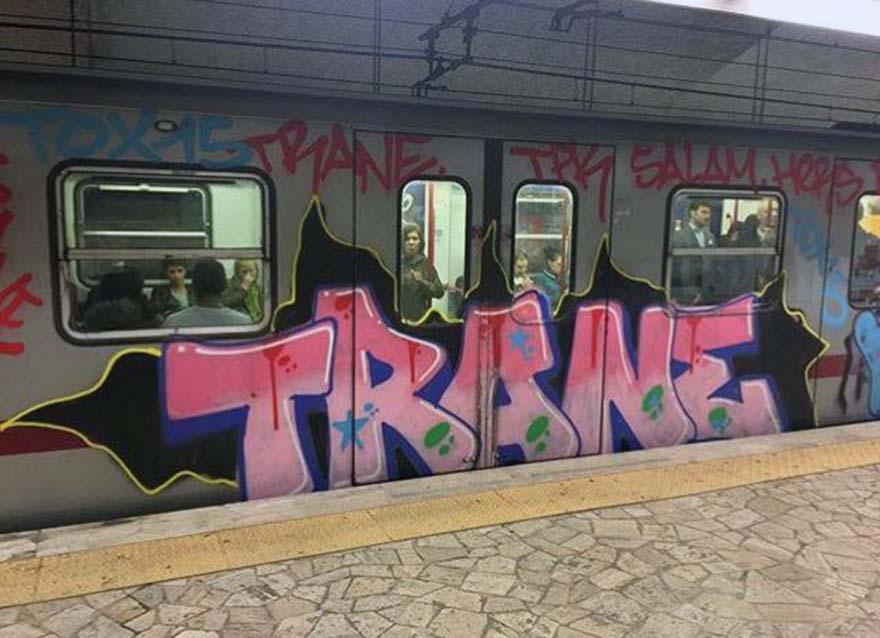 graffiti subway train rome italy trane running