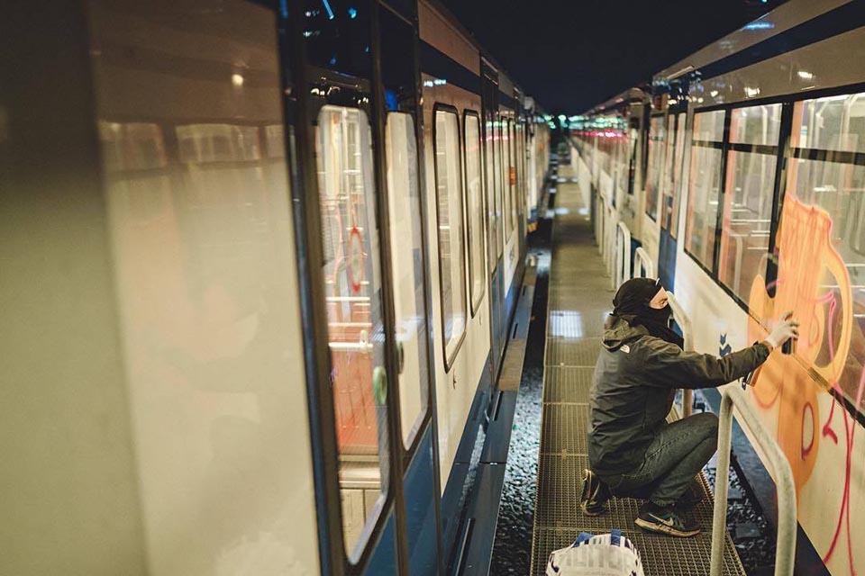 subway graffiti train amsterdam holland baren ed nightingale action 2016