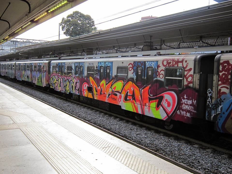 graffiti train subway rome italy runa poison runnin