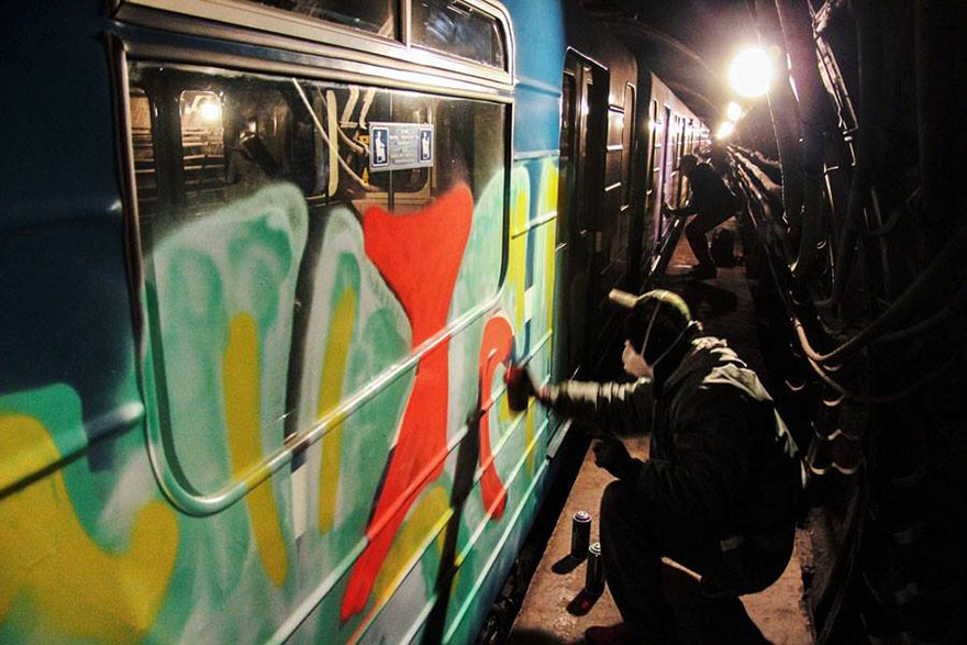 graffiti subway train tunnel action kgm