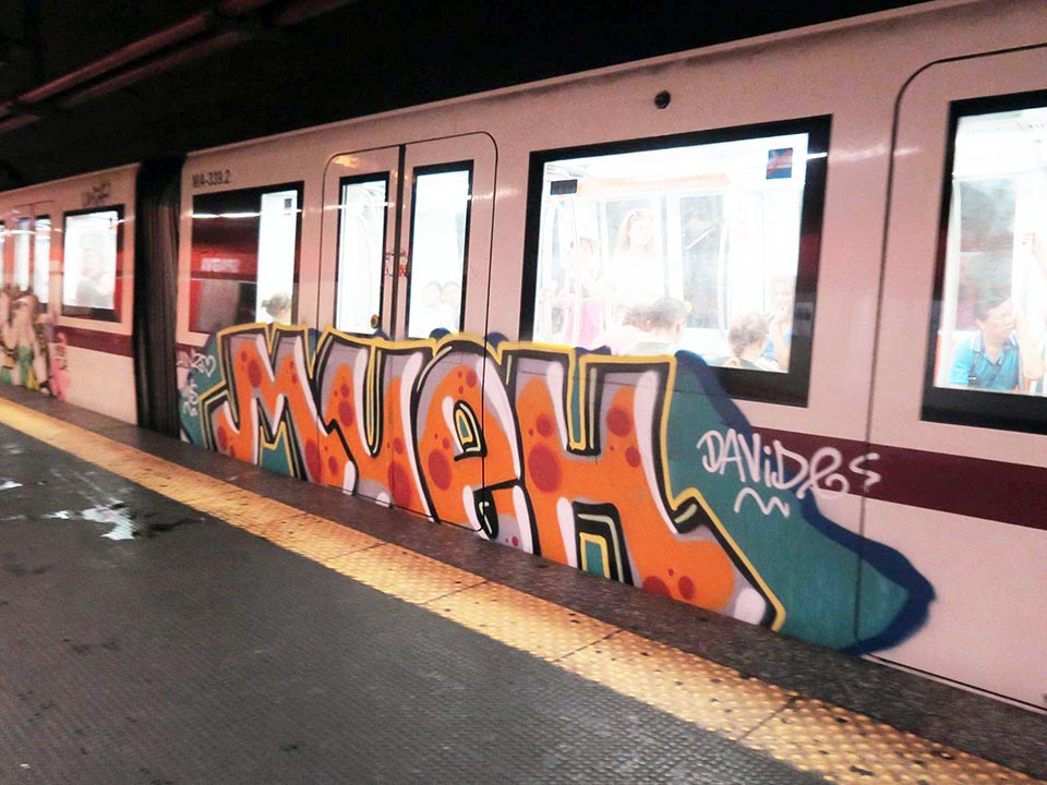 graffiti subway train rome italy running mueh