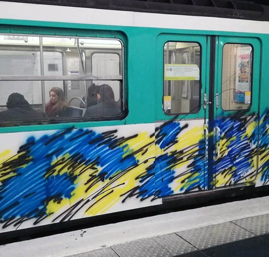 graffiti train subway paris france