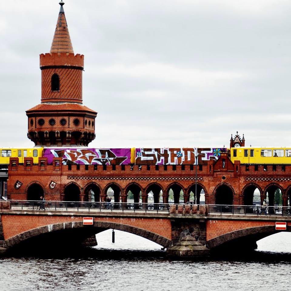 graffiti train subway berlin germany 2wholecar running