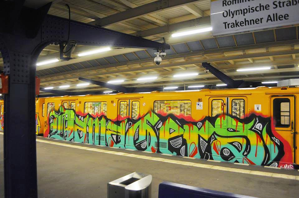 graffiti train writing subway berlin germany damagers running