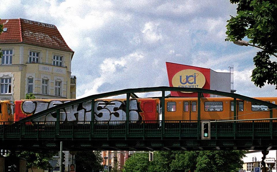 graffiti train subway writing berlin wholecar iskiss running
