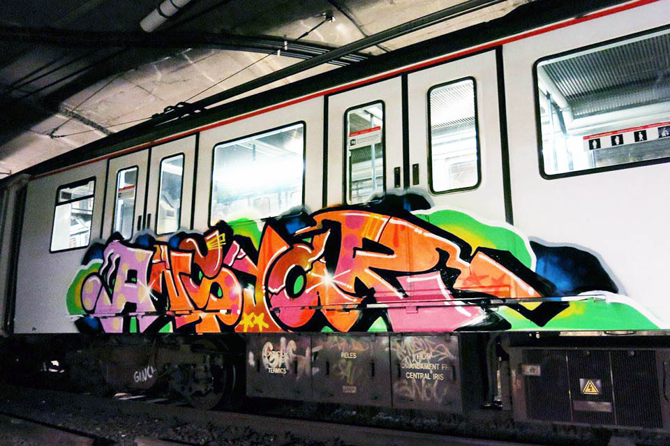 train subway graffiti writing barcelona spain ansiar