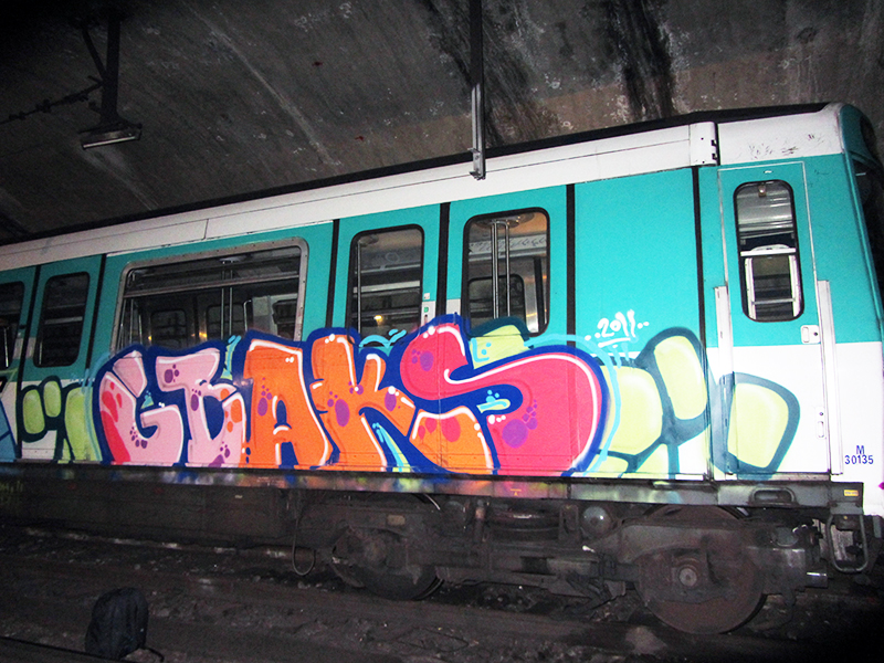 paris subway graffiti tunnel gbaks