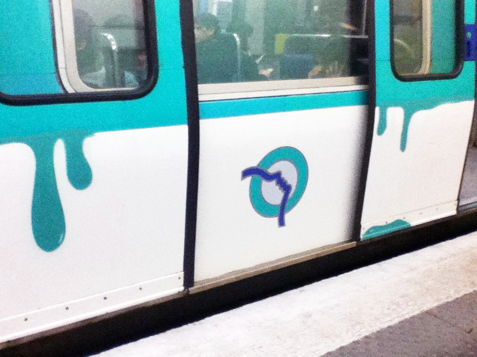paris subway graffiti running