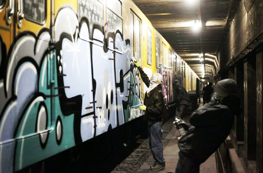 subway graffiti berlin tunnel party action 1up