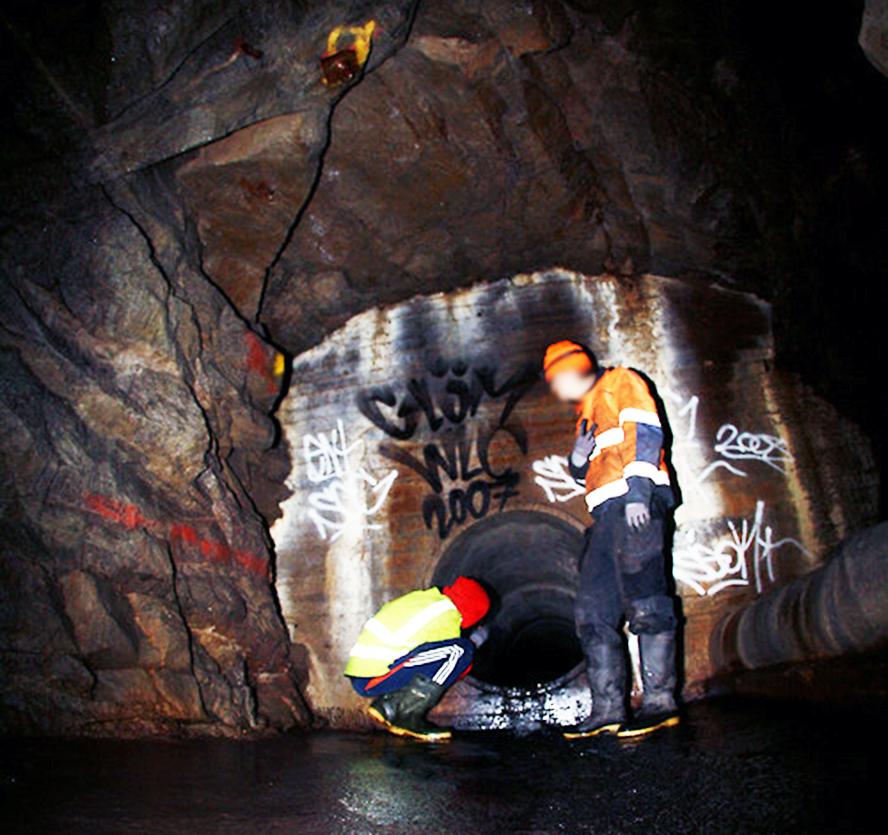 subway graffiti stockholm tunnel entry tunnelbana action