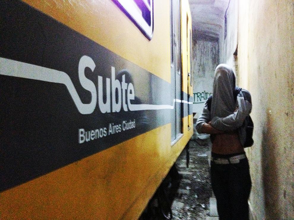 graffiti subway buenosaires subte tunnel