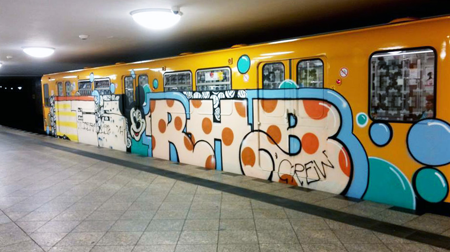 graffiti subway berlin germany les rhb running