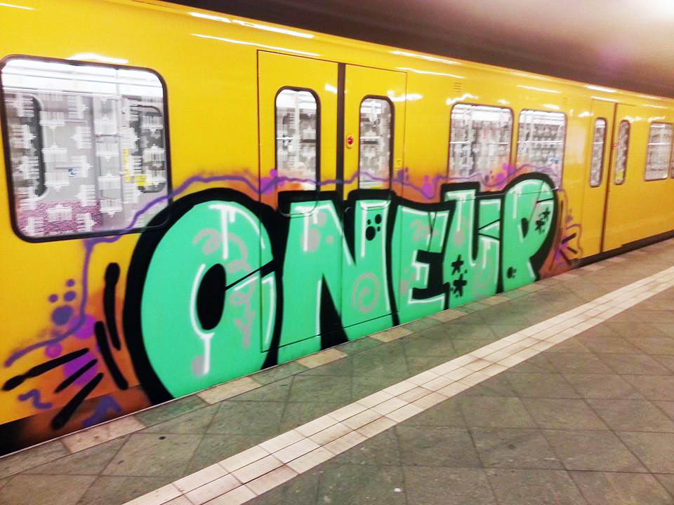 graffiti subway berlin germany oneup 1up running