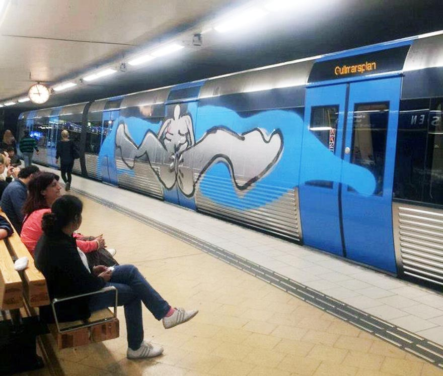 graffiti subway stockholm running