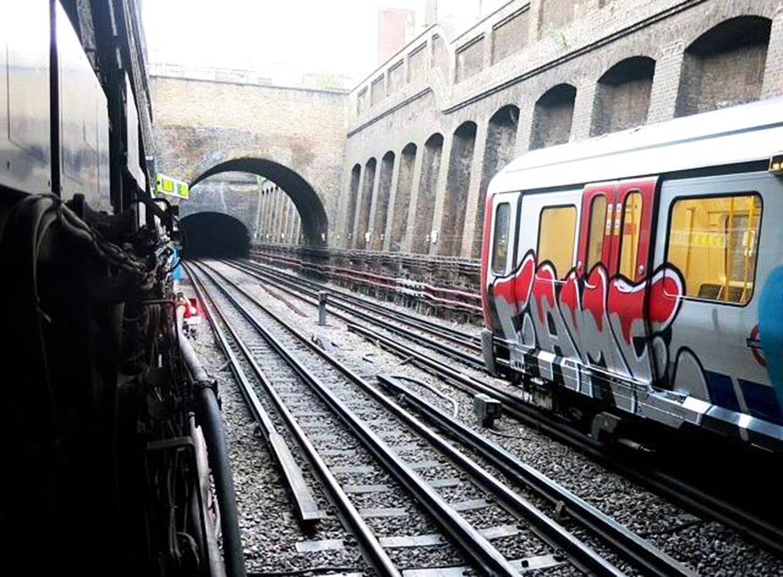 graffiti subway london UK fame crew running
