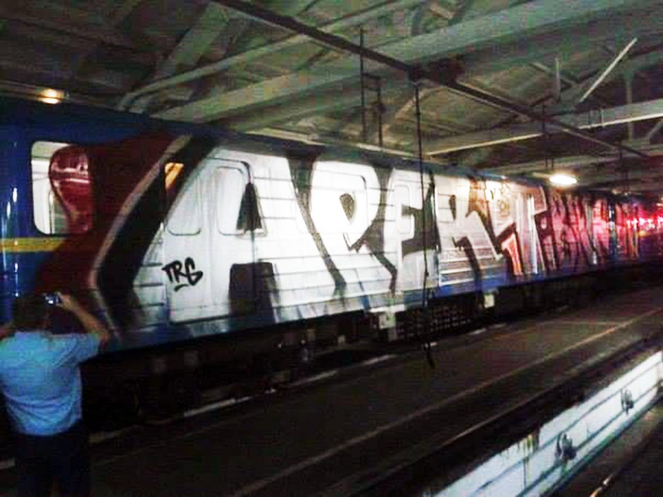 graffiti subway kiev ukraine aper tibak trg wholecar