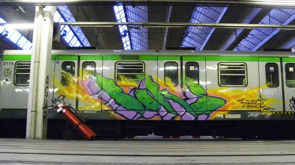 graffiti subway train boks milan italy